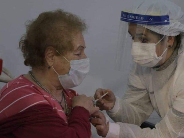 1200 componentes de Astrazeneca llegaron vacunatorio Covid-19
